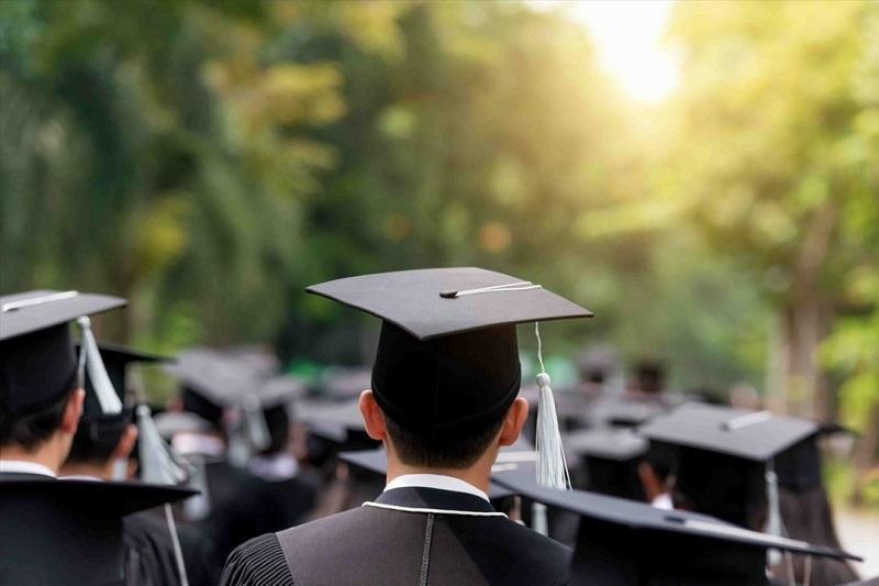 خروج سالانه 180 هزار تحصیل کرده از کشور صحت ندارد